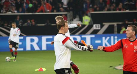 DFB Kader: Lahm wieder im Lauftraining, Neuer nicht