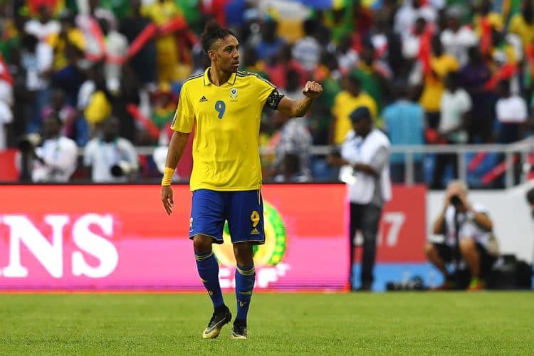 Gabun's Stürmer Pierre-Emerick Aubameyang erzielt das 1:0 gegen Guinea-Bissau in Libreville am 14.Januar 2017. / AFP PHOTO / GABRIEL BOUYS