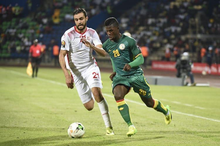 Tunisia's Hamdi Nagguez (Links) gegen Senegal's Stürmer Keita beim Africa Cup of Nations 2017 in der Gruppe B in Franceville am 15.Januar 2017. / AFP PHOTO / KHALED DESOUKI