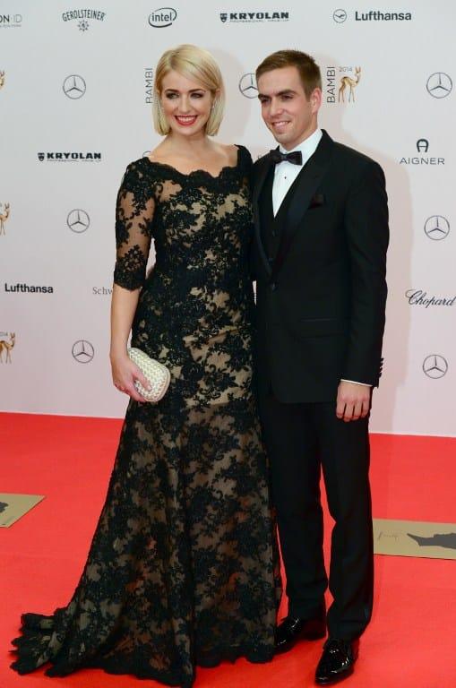 Philipp Lahm und seine Frau Claudia bei der Bambi Verleihung am 13. November 2014 in Berlin. AFP PHOTO / JOHN MACDOUGALL