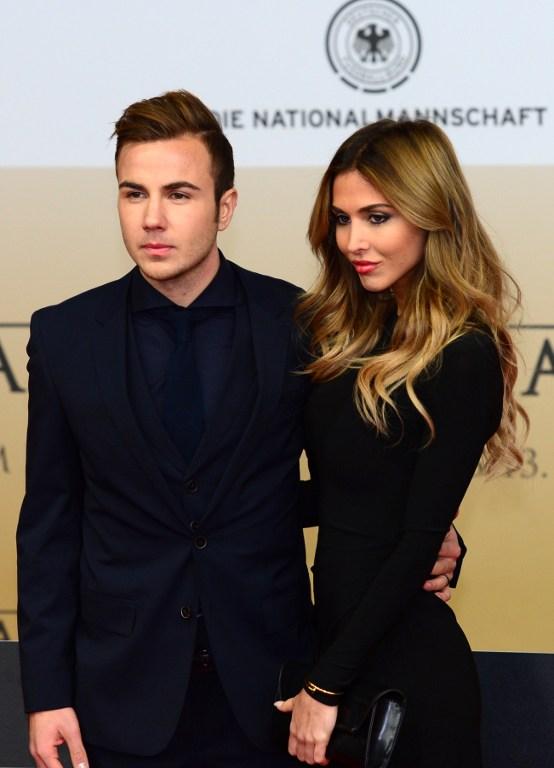 Mario Goetze mit Freundin Ann-Kathrin Brömmel (Foto AFP)