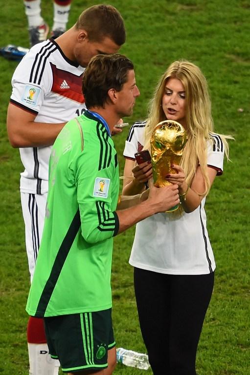Roman Weidenfeller mit Freundin Lisa Rossenbach (Foto AFP)