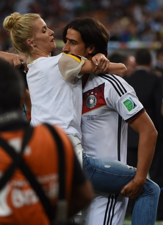Sami Khedira mit Lena Gercke (Foto AFP)