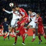 Thomas Müller und Mats Hummels im Luftkampf beim Länderspiel Deutschland - Georgien (Foto AFP)