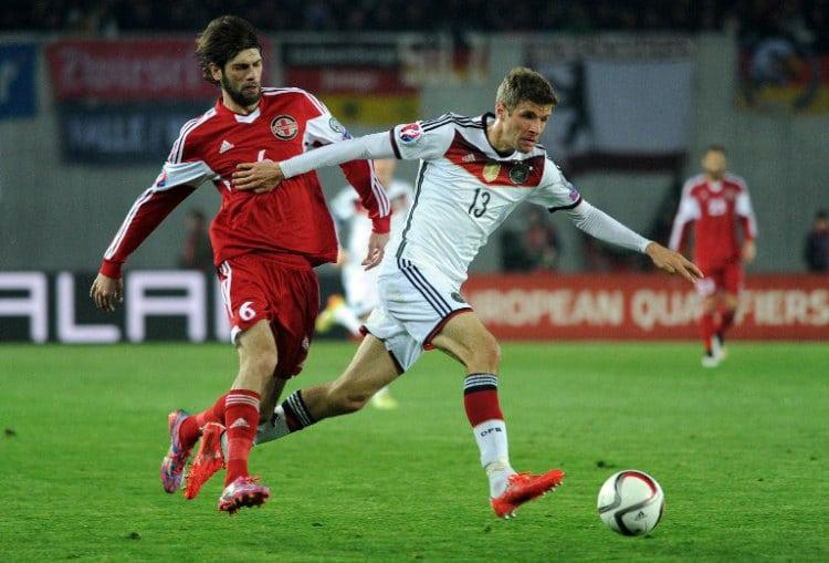 Thomas Müller macht ein gutes Spiel gegen Georgien (Foto AFP)