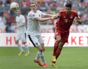 Emre Can (R) im Bayern-Trikot gegen Freiburg's Matthias Ginter am 27. April 2013 in der Bundesliga. AFP PHOTO / CHRISTOF STACHE