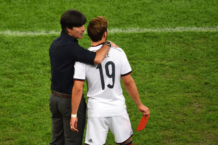 """""""Zeig der Welt, dass du besser bist als Messi!"""" Joachim Löw & Mario Götze im WM 2014-Finale. (Foto AFP)"""