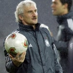 Bundestrainer Rudi Voellerbei der Fußball WM 2002 (AFP PHOTO Daniel GARCIA)