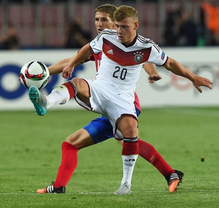 Max Meyer beim U21-Auftaktspiel gegen Serbien in Prag am 17.Juni 2015. AFP PHOTO JOE KLAMAR
