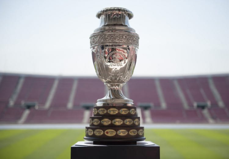 Der Pokal der Copa America Chile 2015 im Nationalstadion von Chile. AFP PHOTO/Vladimir Rodas