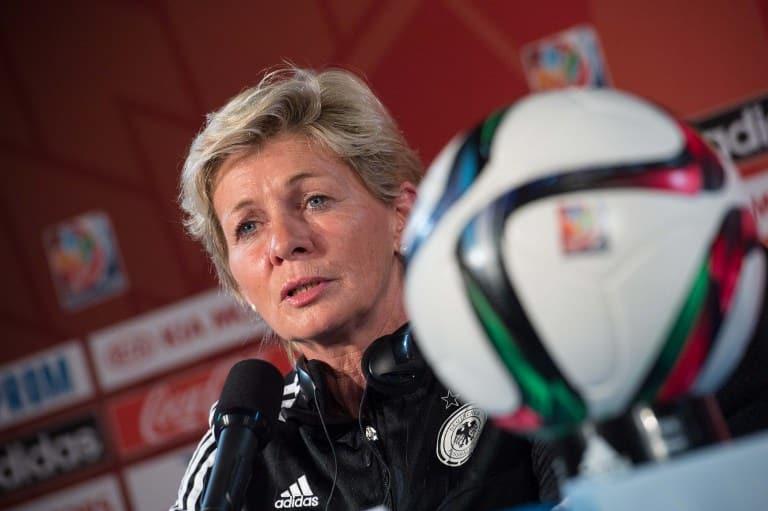 Bundestrainerin Silvia Neid auf der Pressekonferenz vor dem Halbfinale gegen die USA. AFP PHOTO/NICHOLAS KAMM
