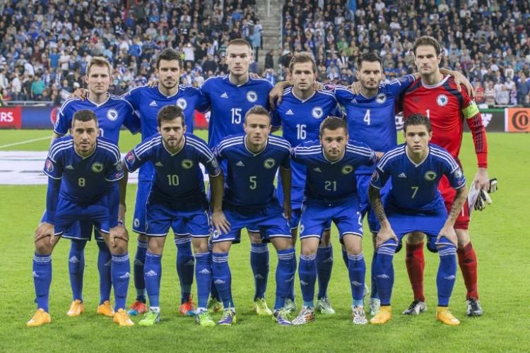 Die Startelf von Bosnien-Herzegowinavor dem Länderspiel gegen Israel am 16. November 2014. AFP PHOTO / JACK GUEZ