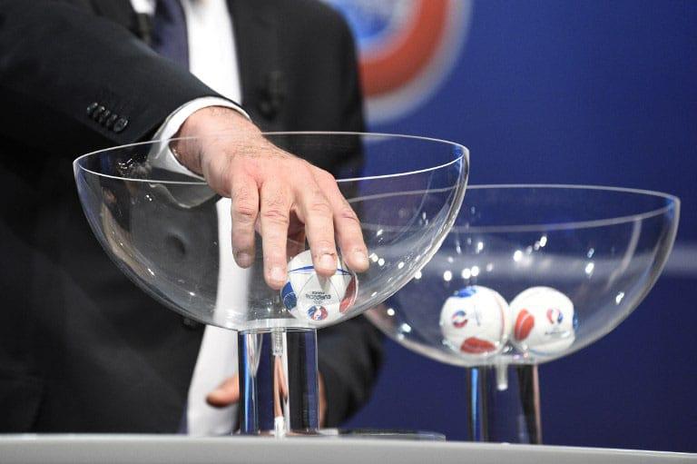 Die EURO 2016 Auslosung am 12.12.2015. AFP PHOTO / ALAIN GROSCLAUDE / AFP / ALAIN GROSCLAUDE
