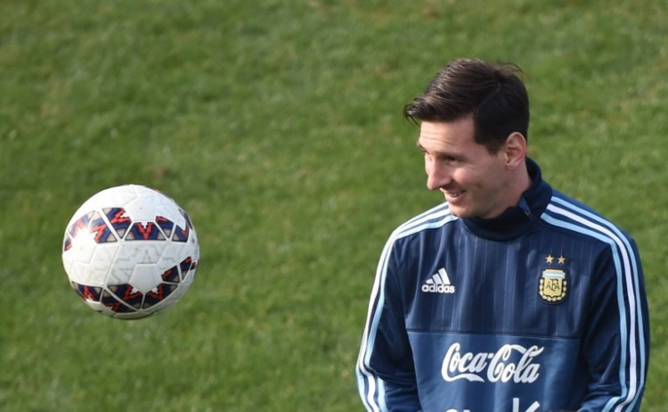 Argentina's forward Lionel Messi takes part in a training session at the Everton Sport Center in Vina del Mar, Chile, on June 27, 2015. AFP PHOTO / PABLO PORCIUNCULA