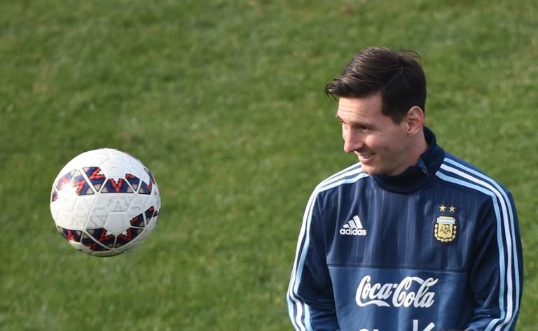 new concept b0050 7a6ea Leo Messi im Training mit der Nationalmannschaft in Chile am 27. Juni 2015.  AFP