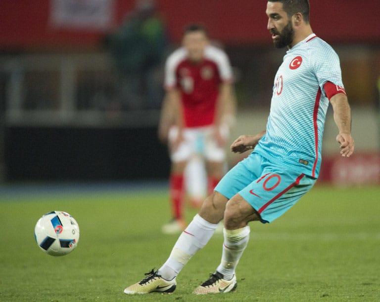 Türkischer Nationalspieler Arda Turan beim Länderspiel Türkei gegen Österreich am 29.03. 2016. / AFP / JOE KLAMAR