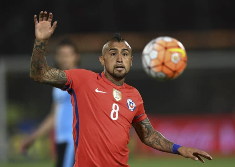 Chile's midfielder Arturo Vidal is Arturo Vidal gibt nicht nur bei Bayern München im Mittelfeld den Ton an. Auch für die Nationalmannschaft von Chile ist der Star mit der Nummer 8 unersetzlich. / AFP PHOTO / Martin BERNETTI