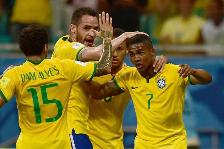 Brasilien nach 7 Jahren das erste Mal wieder auf Platz 1. AFP PHOTO / CHRISTOPHE SIMON