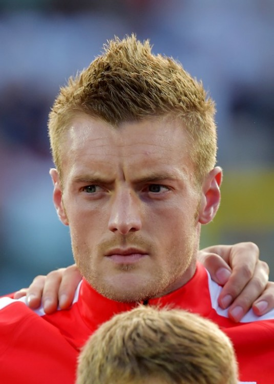England forward Lamie Vardy looks on as he stands in the line up prior to the EURO2016 qualifying soccer match San Marino vs England at the San Marino stadium in Serravalle on September 5, 2015. AFP PHOTO / VINCENZO PINTO / AFP / VINCENZO PINTO