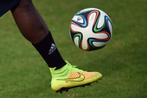 Fußball heute - irgendwo wird heute immer Fussball gespielt! AFP PHOTO/ EITAN ABRAMOVICH