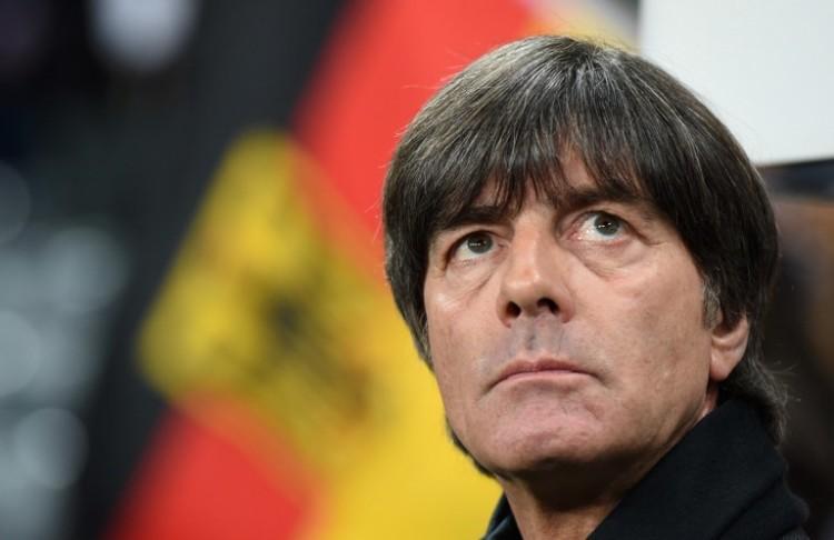 Bundestrainer Joachim Löw kann auf einen kompletten Kader ab 24.Mai 2016 zurückgreifen - zuvor wird am 17.5. der Kader benannt. / AFP / CHRISTOF STACHE