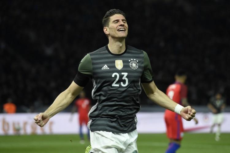 Maro Gomez feiert sein 2:0 gegen England. / AFP / ODD ANDERSEN