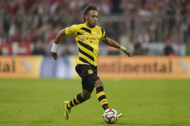 Aubameyang im BVB Trikot in der Bundesliga 2016. AFP PHOTO / GUENTER SCHIFFMANN