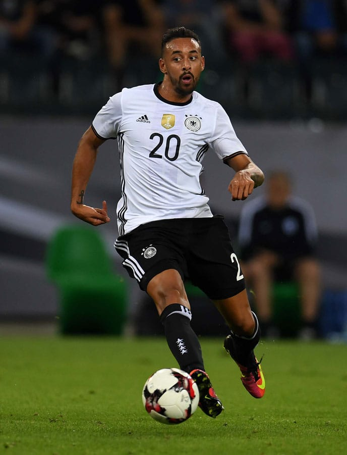 Karim Bellarabi. / AFP PHOTO / PATRIK STOLLARZ
