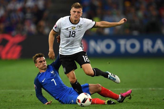 Kroos beim EM-2016 Halbfinale gegen Frankreich. / AFP PHOTO / PATRIK STOLLARZ