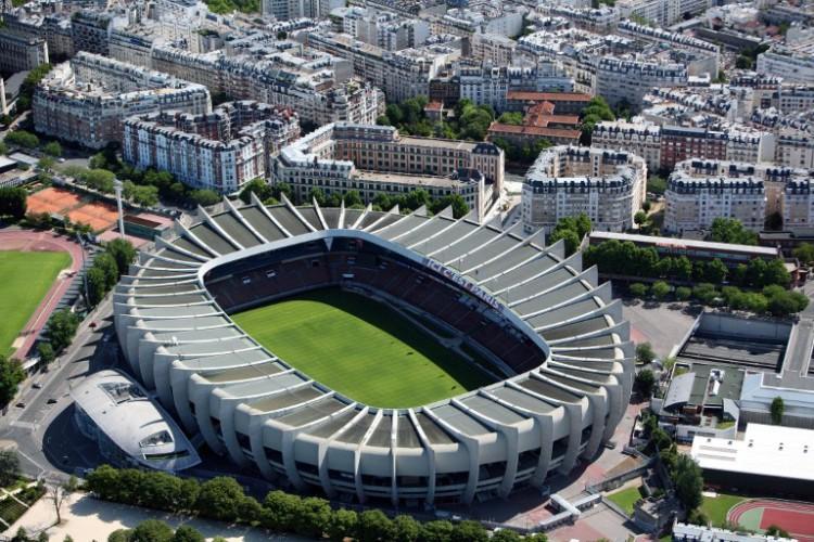 Die Fußball EM 2016 im TV - Gottlob moderiert Finale, Réthy das Eröffnungsspiel - Parc des Princes Stadion in Paris. AFP PHOTO LOIC VENANCE
