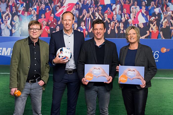 Bela Rethy, Martin Schneider, Oliver Schmidt, Claudia Neumann (Copyright: ZDF/Svea Pietschmann)