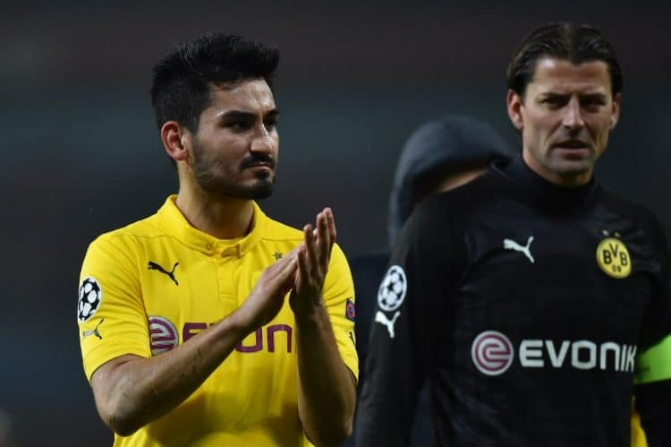 Dortmund's Ilkay Guendogan (L) - große Hoffnung, aber immer wieder verletzt. AFP PHOTO / BEN STANSALL