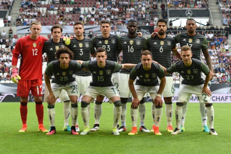 Die deutsche Nationalmannschaft belegt in der aktuellen FIFA-Weltrangliste den vierten Platz / AFP PHOTO / CHRISTOF STACHE