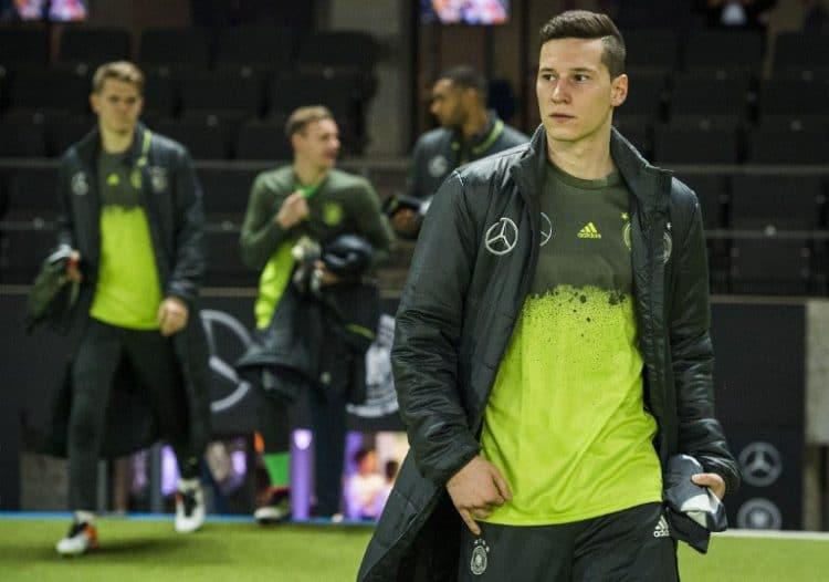 Deutschlands Mittelfeldspieler Julian Draxler im neuen Trainingsanzug der Nationalmannschaft. / AFP / ODD ANDERSEN