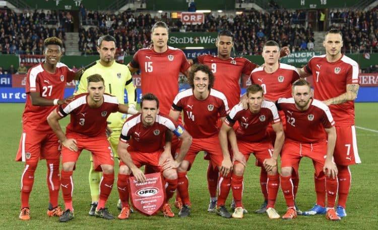 Österreichs Nationalmannschaft am 17.November 2015 im neuen EM Trikot 2016. AFP PHOTO / JOE KLAMAR / AFP / JOE KLAMAR