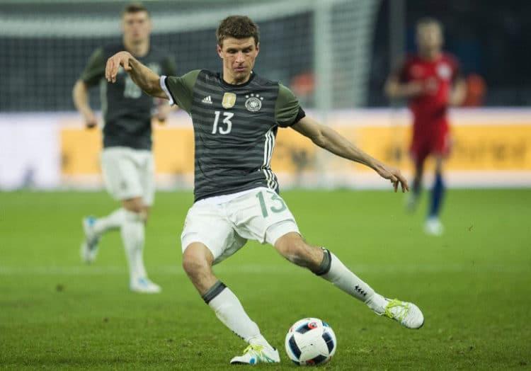 Deutschlands Stürmer Thomas Müller am Ball beim Spiel Detuschand gegen England in Berlin am 26.März.2016. / AFP / ODD ANDERSEN