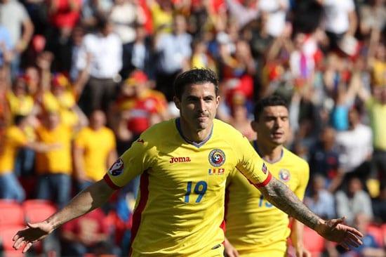 Der Rumäne Bogdan Stancu erzielt gegen die Schweiz sein 2.Tor in diesem EM-Turnier, beider per Elfmeter! / AFP PHOTO / KENZO TRIBOUILLARD