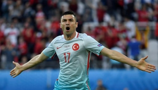 Turkey's forward Burak Yilmaz celebrates after scoring a goal during the Euro 2016 group D football match between Czech Republic and Turkey at Bollaert-Delelis stadium in Lens on June 21, 2016. / AFP PHOTO / PHILIPPE LOPEZ