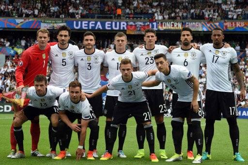 Die deutsche Startaufstellung gegen Nordirland! / AFP PHOTO / PATRIK STOLLARZ