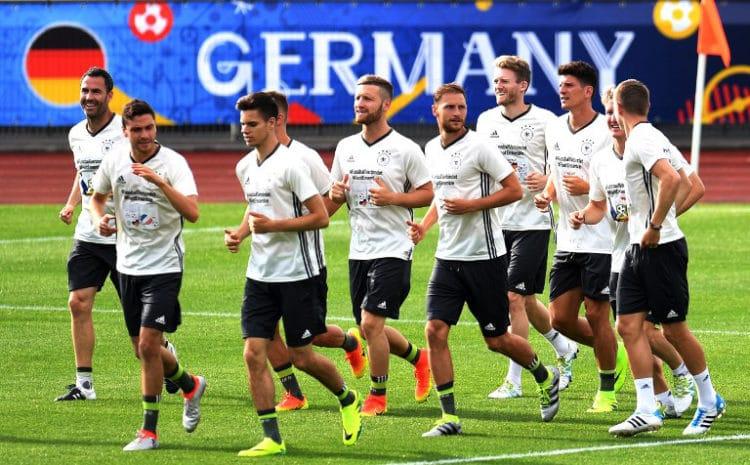 Die deutsche Fußball-Nationalmannschaft im Trainingslager in Evian-les-Bains,zur Vorbereitung zur Euro 2016 . / AFP PHOTO / PATRIK STOLLARZ