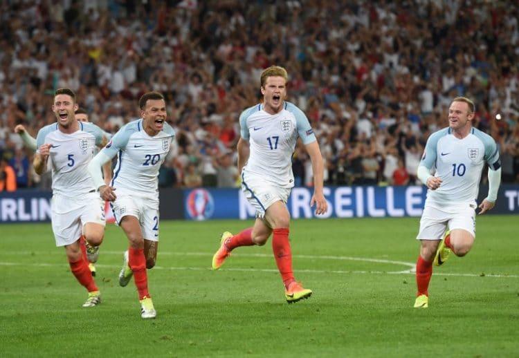 England's Eric Dier (C) feiert das 1:0 gegen England! / AFP PHOTO / PAUL ELLIS