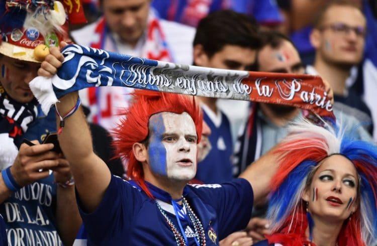 Bei der EM freuen sich französische Fans über das Weiterkommen ihres Teams