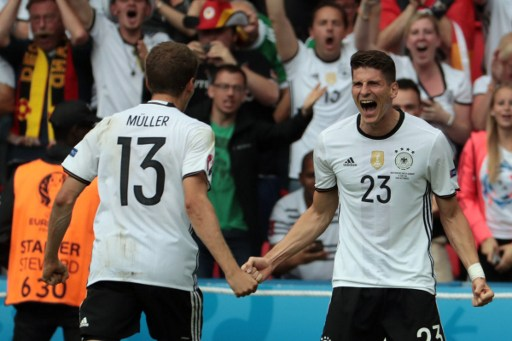 Germany's forward Mario Gomez (R) celebrates scoring the opening goal with Germany's midfielder Thomas Mueller during the Euro 2016 group C football match between Northern Ireland and Germany at the Parc des Princes stadium in Paris on June 21, 2016. / AFP PHOTO / KENZO TRIBOUILLARD