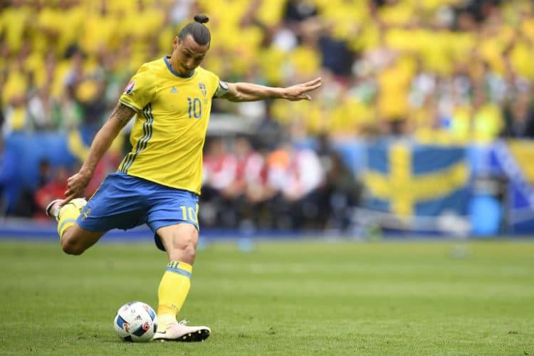 Schwedens Zlatan Ibrahimoviczieht ab - vorbei! / AFP PHOTO / MARTIN BUREAU