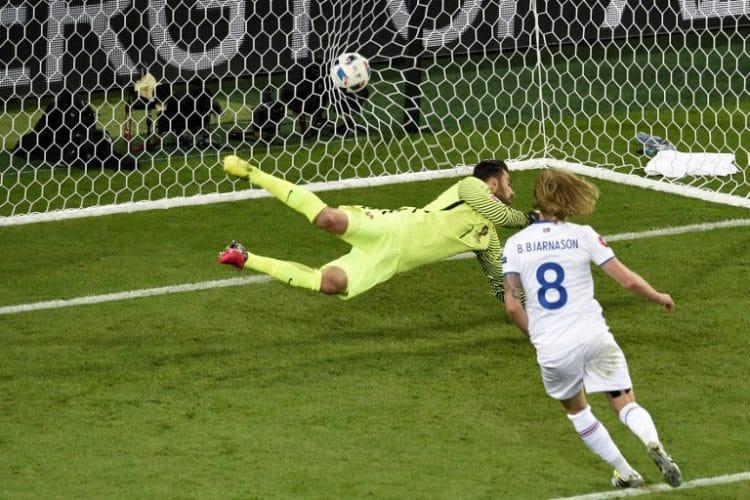 Birkir Bjarnason mit dem 1:1 für Island gegen Portugal