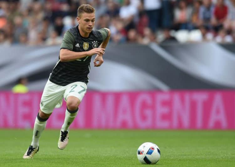 DFB-Mittelfeldspieler Joshua Kimmich beim Freundschaftsspiel gegen Slowakei in Augsburg, am 29.05. 2016. / AFP PHOTO / CHRISTOF STACHE