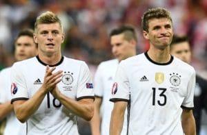 Kroos und Schweinsteiger nach dem EM-Vorrundenspiel gegen Polen