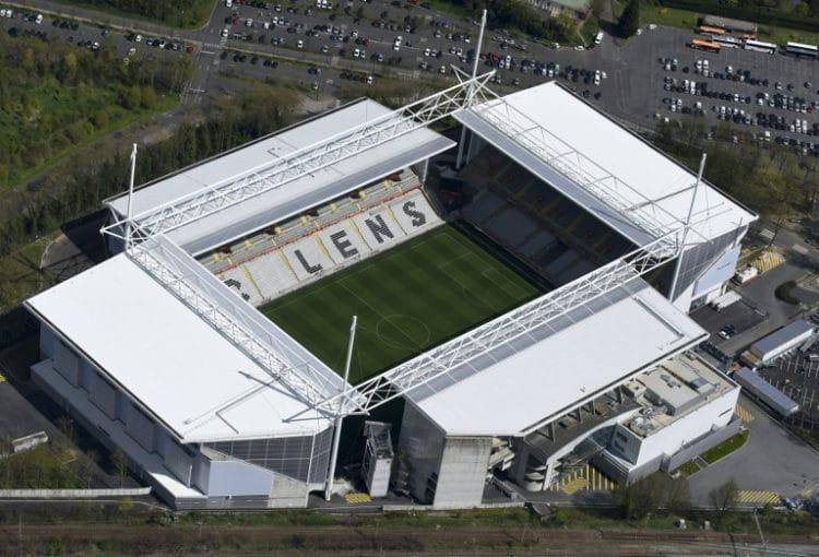"""Das EM-Fussballstadion von Lens """"Bollaert-Delelis"""". / AFP PHOTO / EUROLUFTBILD / Robert Grahn"""