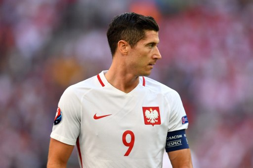Poland's forward Robert Lewandowski reacts during the Euro 2016 group C football match between Ukraine and Poland at the Velodrome stadium in Marseille on June 21, 2016. / AFP PHOTO / BERTRAND LANGLOIS