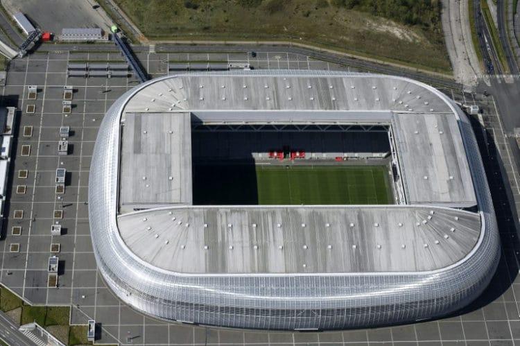 """Das EM-Fussballstadion von Lille """"Pierre-Mauroy stadium"""". / AFP PHOTO / EUROLUFTBILD / Robert Grahn"""